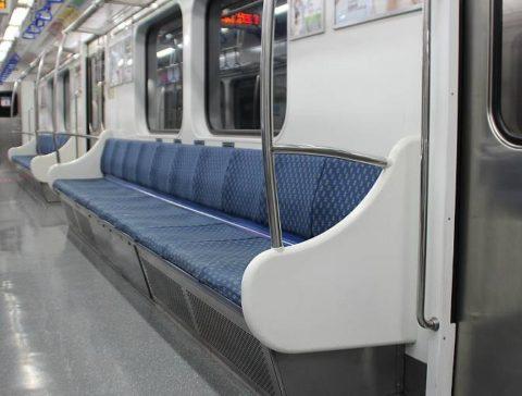 電車の席と子供